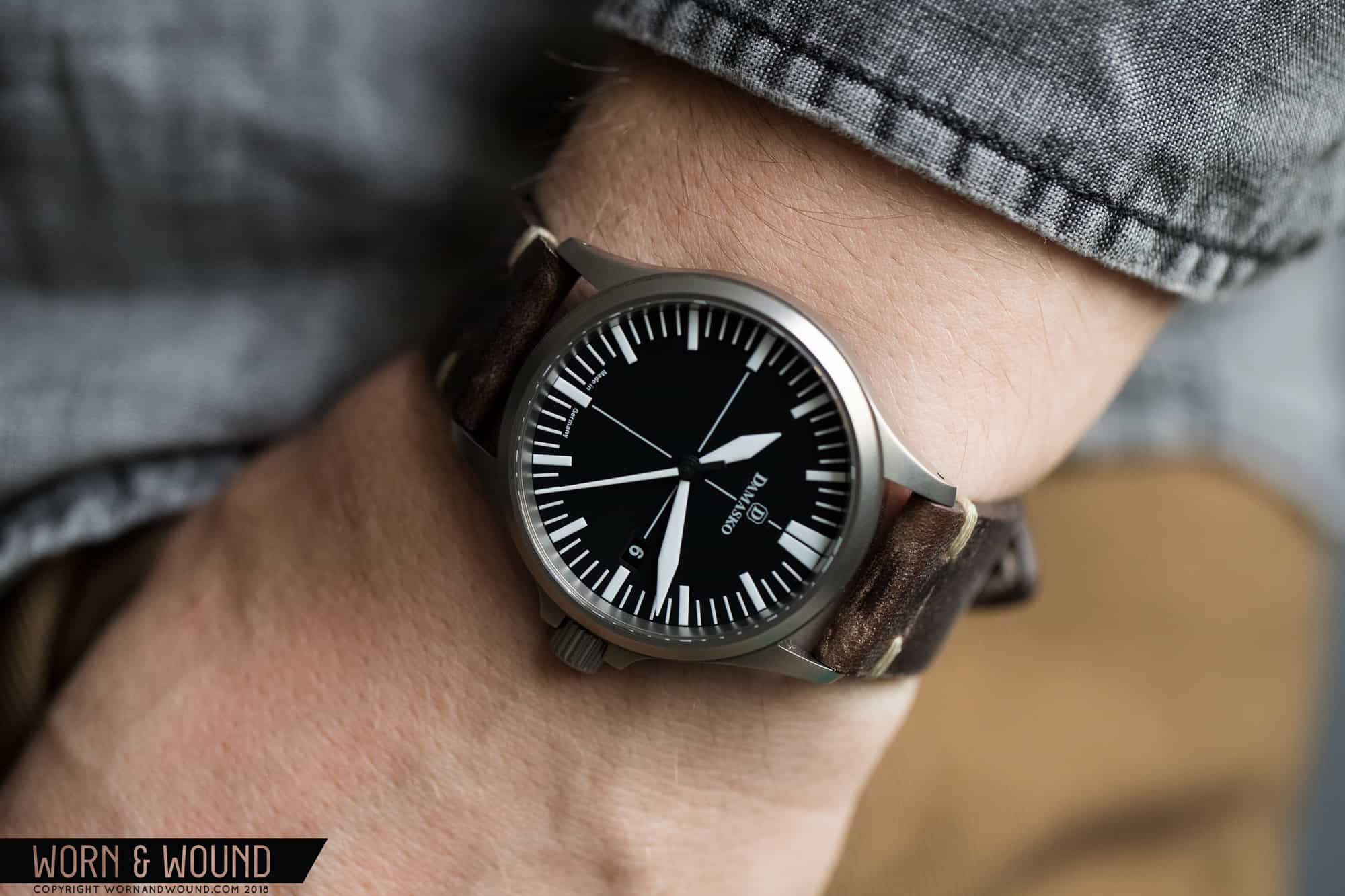 review damasko ds 30 a tool watch you can slip under a cuff worn